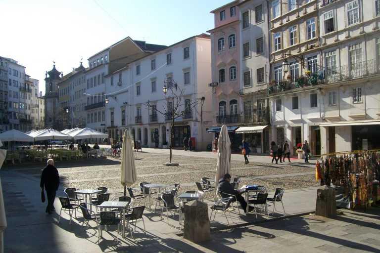 Jornal Campeão: Câmara isenta comércio de Coimbra de taxas até ao fim do ano