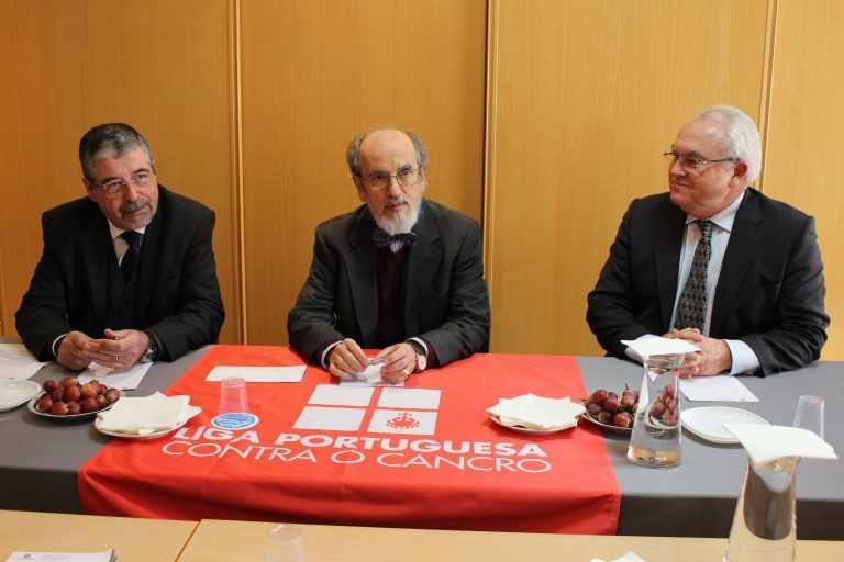 Jornal Campeão: Águas de Coimbra entrega mais de 1 400 euros à Liga Contra o Cancro