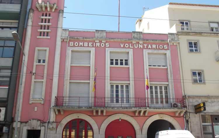 """Jornal Campeão: Coimbra: Bombeiros """"encravados"""" com viatura doada pelo Luxemburgo"""