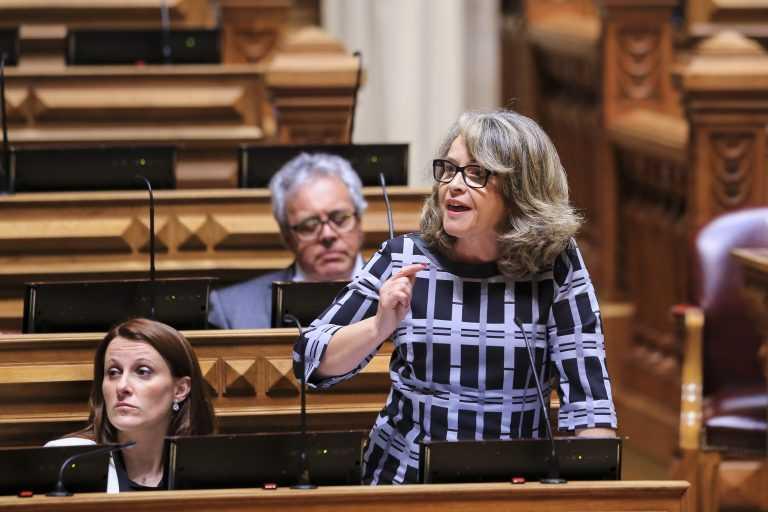 """Jornal Campeão: Deputada lamenta """"falta de investimento"""" do Governo em Coimbra"""