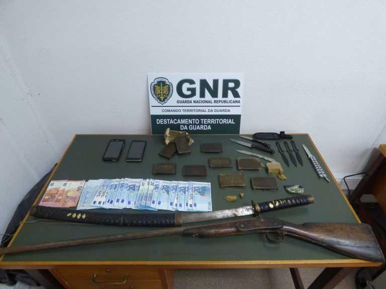 Jornal Campeão: GNR deteve dois homens e apreendeu 1 914 doses de haxixe na Guarda
