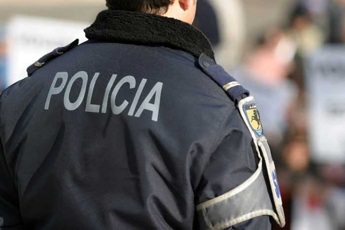 Jornal Campeão: PSP deteve dois homens por resistência e coacção
