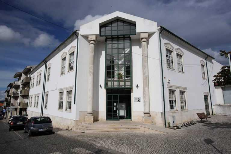 Jornal Campeão: Biblioteca Municipal da Lousã entrega livros em casa