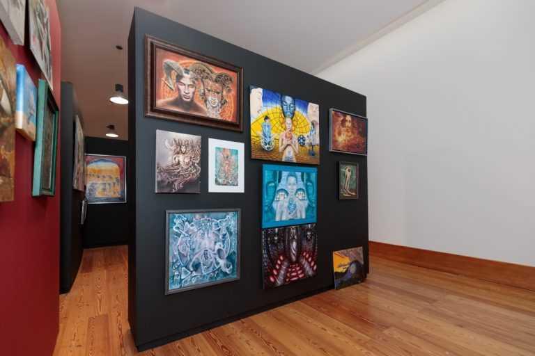 Jornal Campeão: Santiago Ribeiro e outros 100 artistas expõem obras no Museu P.O.R.O.S