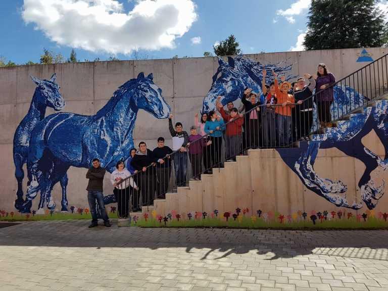 Jornal Campeão: Pintura de parede da Associação Cavalo Azul distinguida em blogue