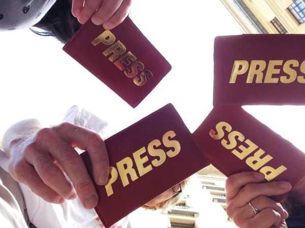 Jornal Campeão: Escritores exortam jornalistas a desvendar mentiras