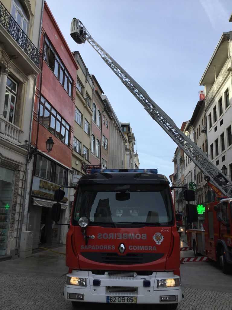 Jornal Campeão: Incêndio no café Nicola: Danos só na parte superior do edifício