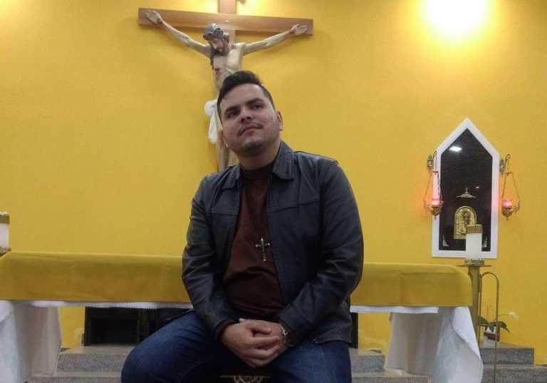 Jornal Campeão: Padre João Otávio Brasil apresenta espectáculo acústico em Arazede