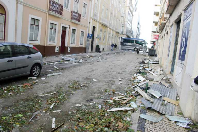 Jornal Campeão: Figueira da Foz: Jovens estudantes sem aulas ajudam a limpar a cidade