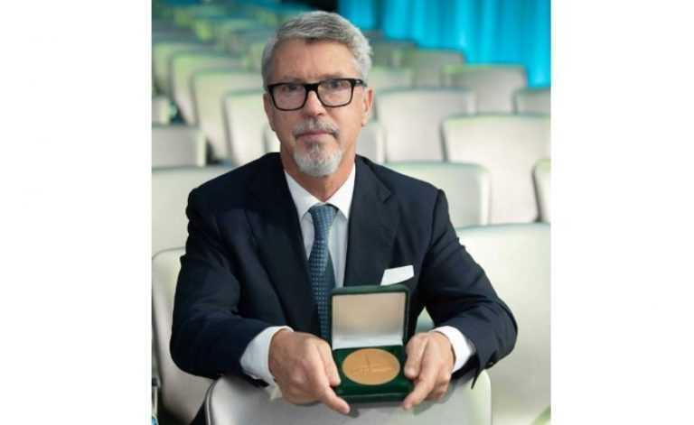 Jornal Campeão: Carlos Robalo Cordeiro distinguido pela Sociedade de Pneumologia