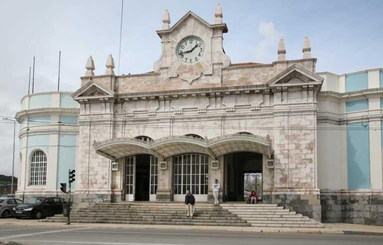 Jornal Campeão: PCP lança campanha contra fecho da estação de Coimbra-A
