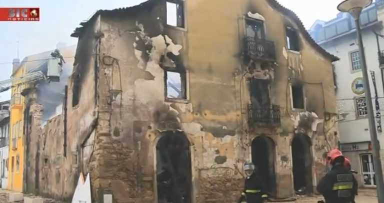 Jornal Campeão: Coimbra: Incêndio na rua da Moeda destrói totalmente prédio devoluto