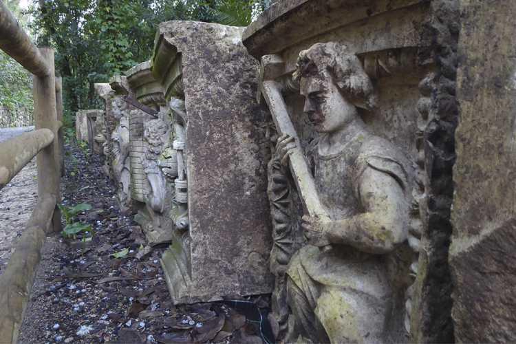 Jornal Campeão: Coimbra: Pedras esculpidas de antiga igreja voltam ao Jardim Botânico