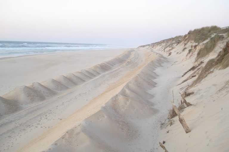 Jornal Campeão: Mar destrói dunas e passadiços na Praia de Mira