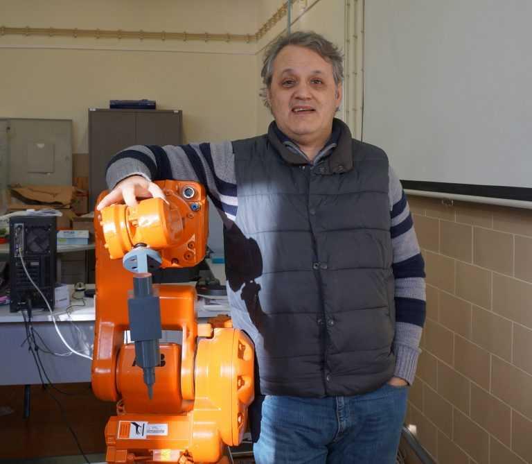Jornal Campeão: FCTUC: Nova ferramenta coloca realidade virtual na programação de robôs