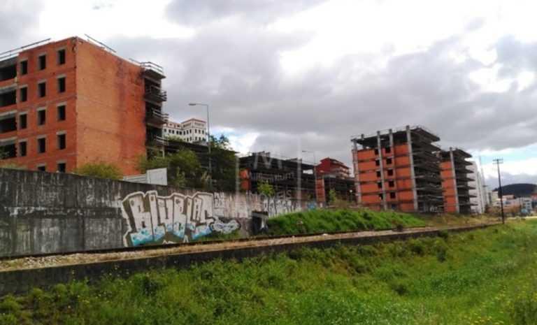 Jornal Campeão: Coimbra: Estão à venda blocos inacabados dos Jardins do Mondego