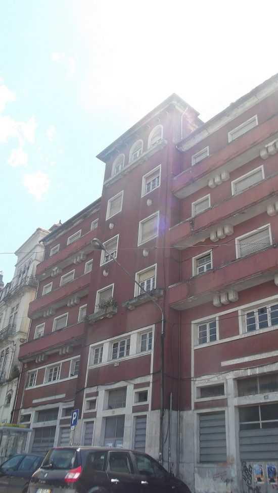 Jornal Campeão: Coimbra: Isolado edifício devido a queda de pedaços de parede
