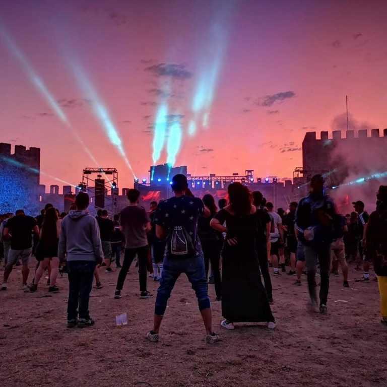 Jornal Campeão: Artistas internacionais acusam Festival Forte de falhar pagamentos