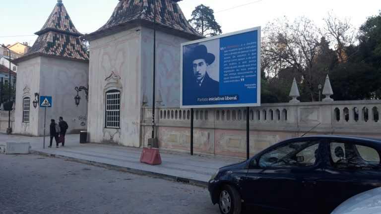 Jornal Campeão: Câmara de Coimbra retirou propaganda por estar em monumento nacional