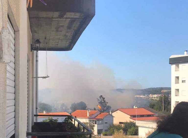 Jornal Campeão: Condeixa-a-Nova: Incêndio encontra-se activo próximo de habitações