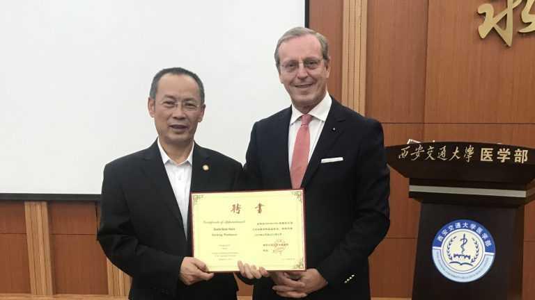 Jornal Campeão: Duarte Nuno Vieira distinguido por universidade chinesa