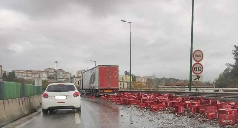 Jornal Campeão: Coimbra: Trânsito condicionado no IC2 após camião derramar cerveja