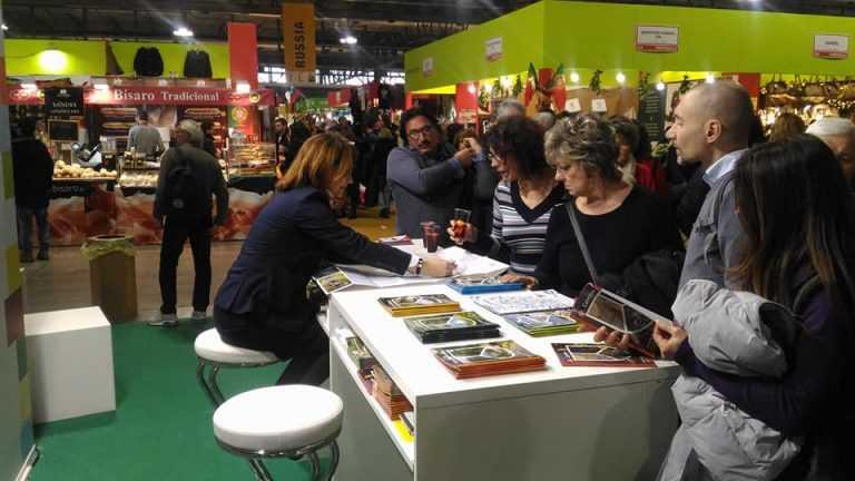 Jornal Campeão: Turismo do Centro marca presença na maior feira de artesanato