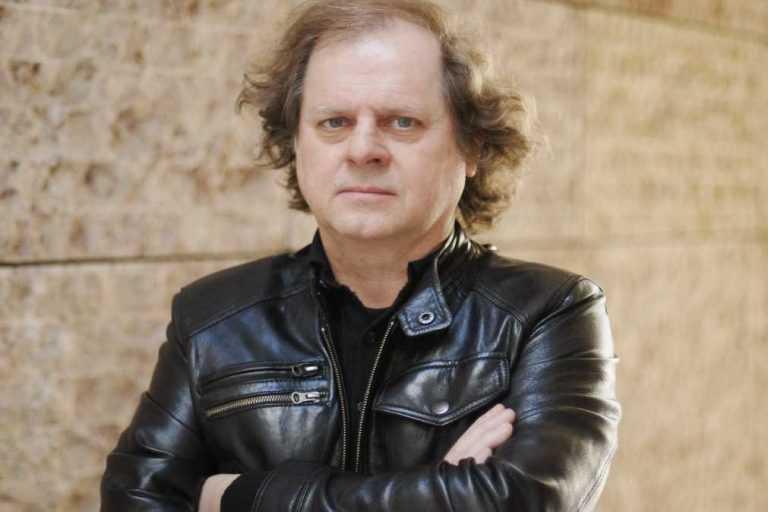 Jornal Campeão: António Manuel Ribeiro (UHF) apresenta livro em Soure