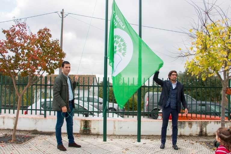 """Jornal Campeão: Hasteada bandeira """"Eco-Escolas"""" em Vila Nova de Poiares"""