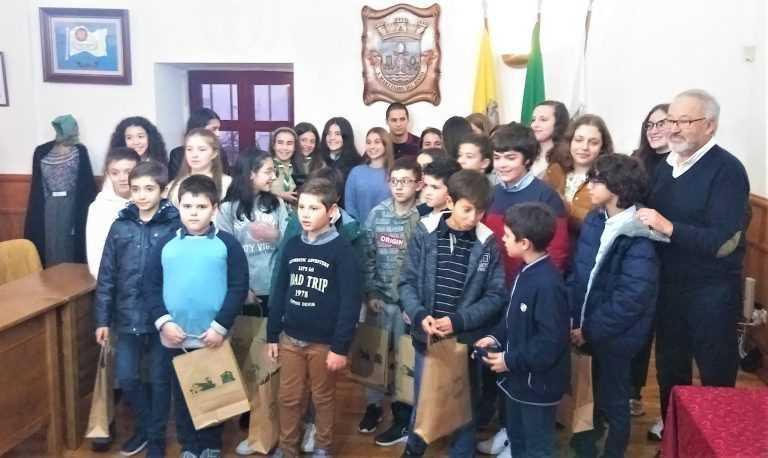 Jornal Campeão: UF de S. Martinho e Ribeira apoia famílias e distingue alunos