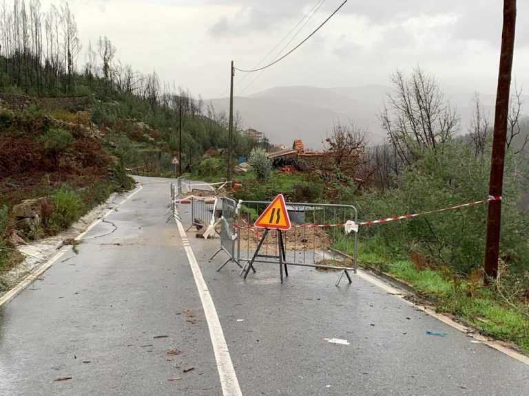Jornal Campeão: Estrada cortada a pesados entre as Três Entradas e Vale de Maceira