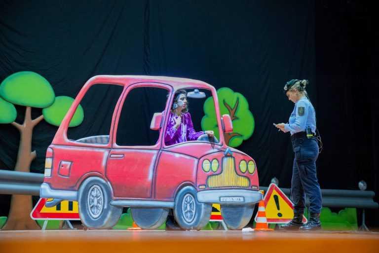 Jornal Campeão: Peça de teatro alerta para perigos do uso de telemóvel na condução