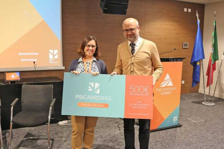 Jornal Campeão: Ordem distingue psicóloga da APCC como profissional júnior do ano