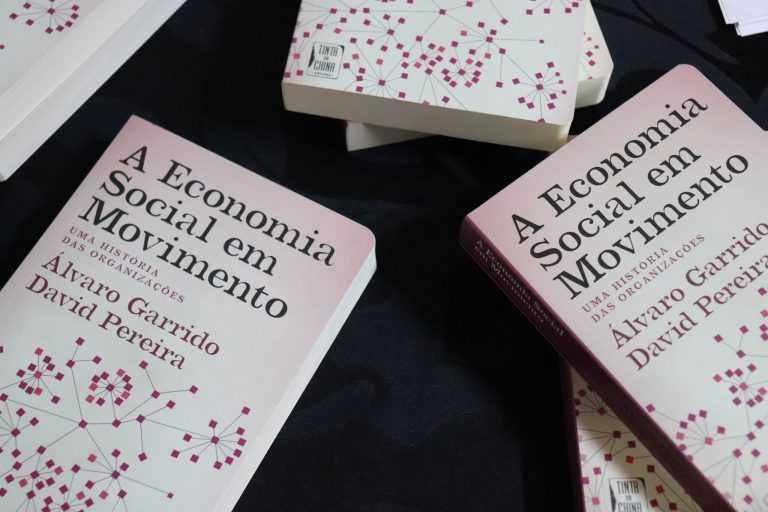 Jornal Campeão: Livro de Álvaro Garrido, da FEUC, arrecada Prémio António Dornelas