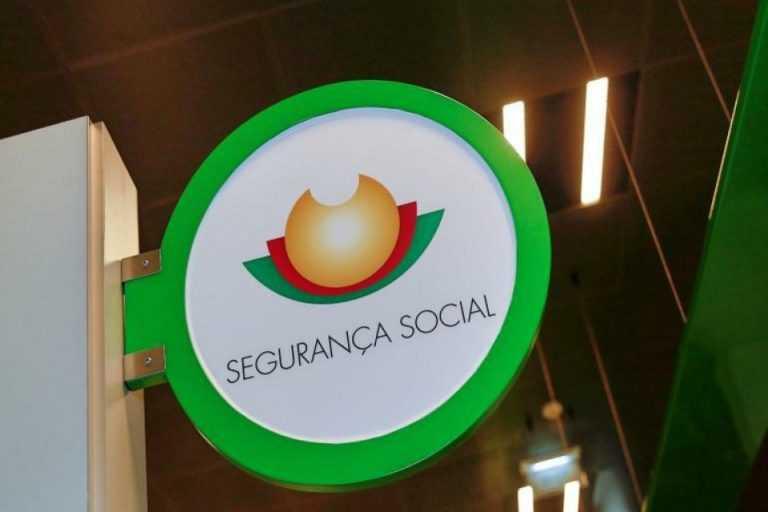 Jornal Campeão: Coimbra: Assistente da Segurança Social julgada por burlar sistema em 631 mil euros