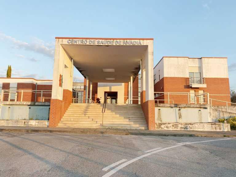 Jornal Campeão: Câmara de Anadia entrega material de protecção a Centro de Saúde