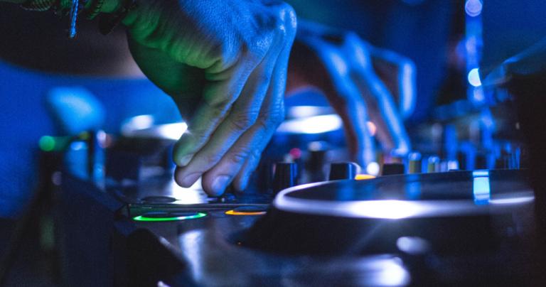 Jornal Campeão: RUC organiza festival de música através da Internet