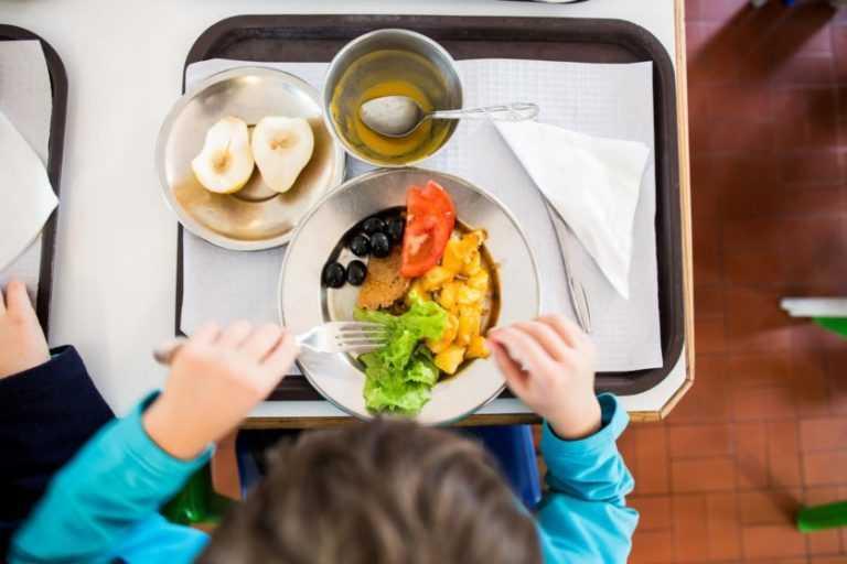 Jornal Campeão: Escolas garantem refeições durante férias lectivas