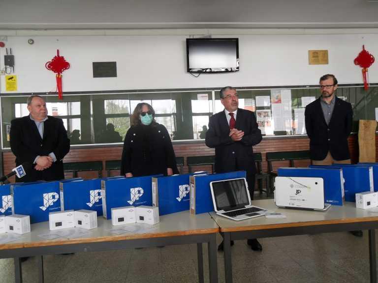 Jornal Campeão: Coimbra assegura 'tablets', Internet e plataforma aos alunos do 1.º ciclo