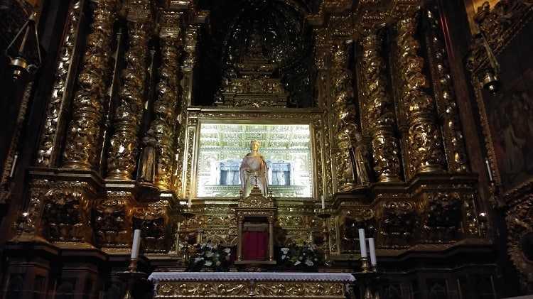 Jornal Campeão: Rainha Santa não desce à cidade mas mantém tradições religiosas na sua Igreja