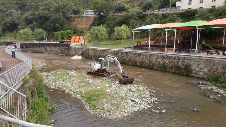 Limpeza do Rio Unhais