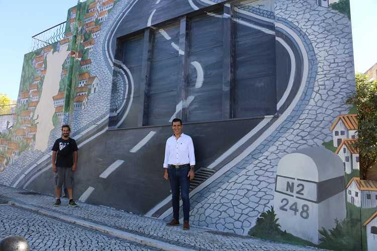 Jornal Campeão: Poiares promove Estrada Nacional 2 com mural no centro da vila
