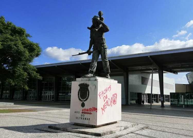 Jornal Campeão: Juventude Popular de Coimbra repudia vandalismo na estátua dos Heróis do Ultramar