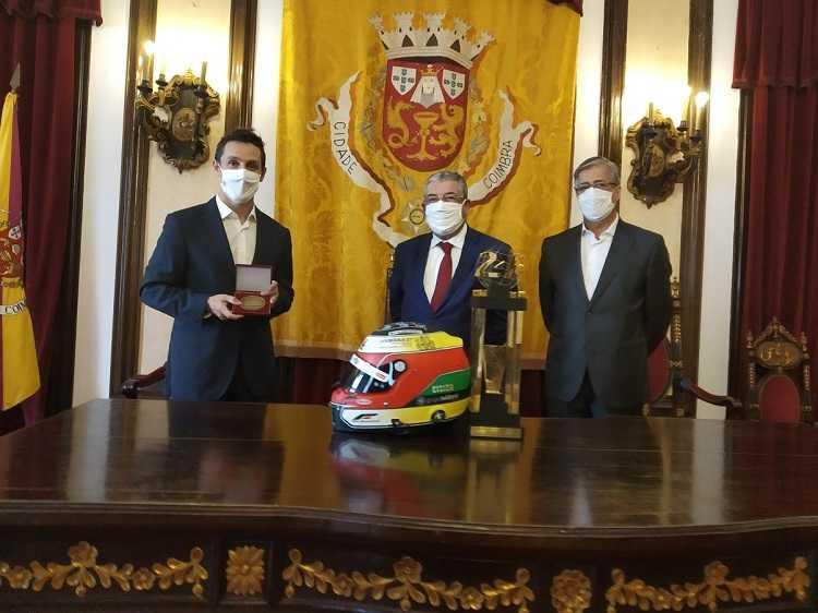 Jornal Campeão: Câmara de Coimbra homenageou piloto Filipe Albuquerque