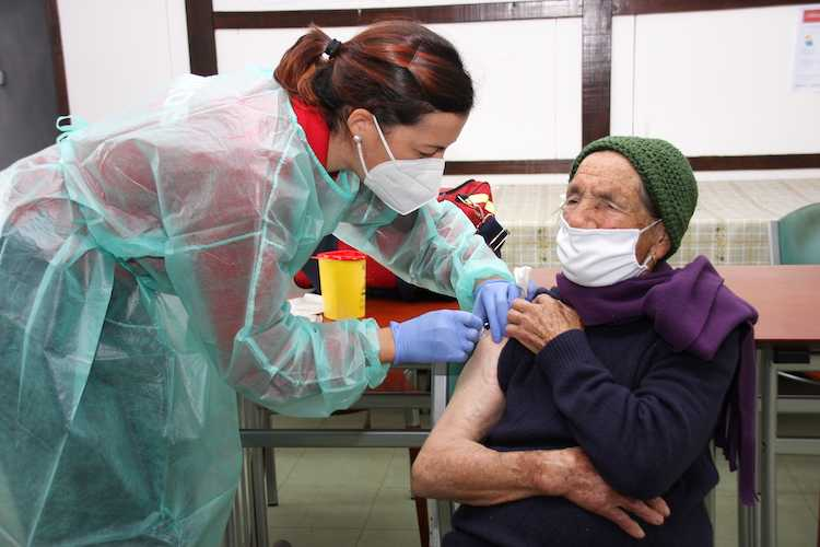 Jornal Campeão: Condeixa administra vacina da gripe em casa