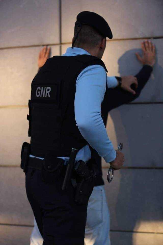 Jornal Campeão: GNR deteve três homens em flagrante por sequestro e coacção