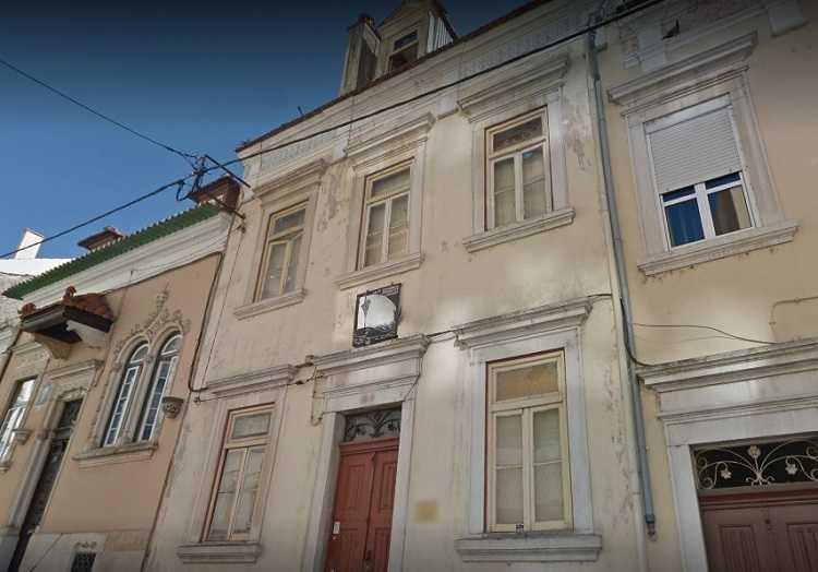 Jornal Campeão: Câmara de Coimbra quer tomar posse administrativa de República em risco de fecho