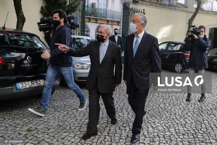 Jornal Campeão: Presidenciais: Marcelo entrega 12 747 assinaturas e promete campanha pela positiva