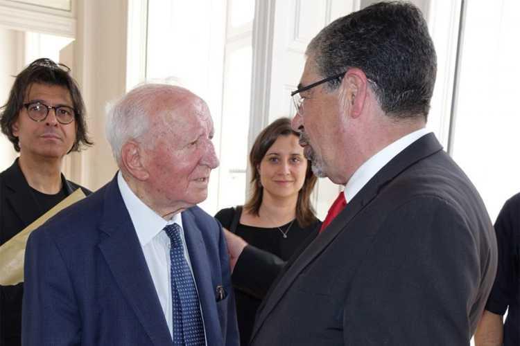 """Jornal Campeão: Câmara de Coimbra recorda """"forte ligação"""" de Eduardo Lourenço à cidade"""