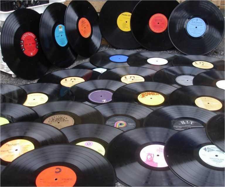 Jornal Campeão: Lojas de música de Coimbra critica venda de cds em grandes superfícies